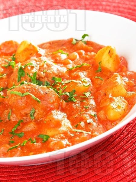 Картофена яхния със кюфтета от свинска кайма и доматен сос (Кюфтета по чирпански) - снимка на рецептата